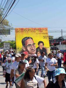 Gedenkmarsch für Romero in El Salvador