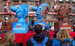 640px-Düsseldorf_Rosenmontag_2016_politische_Karnevalswagen_03-e1506351780812